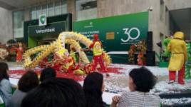 Múa lân sư rông khai trương trụ sở mới Vietcombank