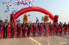 Múa lân lễ thông xe cao tốc Bắc Giang - Hà Nội
