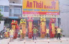 Múa lân khai trương cửa hàng bánh mỳ An Thái